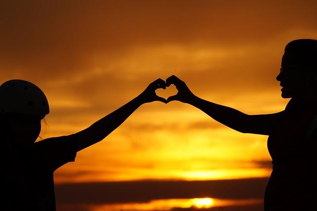 Αγάπη. Αγκαλιά. Εξωστρέφεια. Όρια. Ρεαλισμός. Πρώτα η Αγάπη!