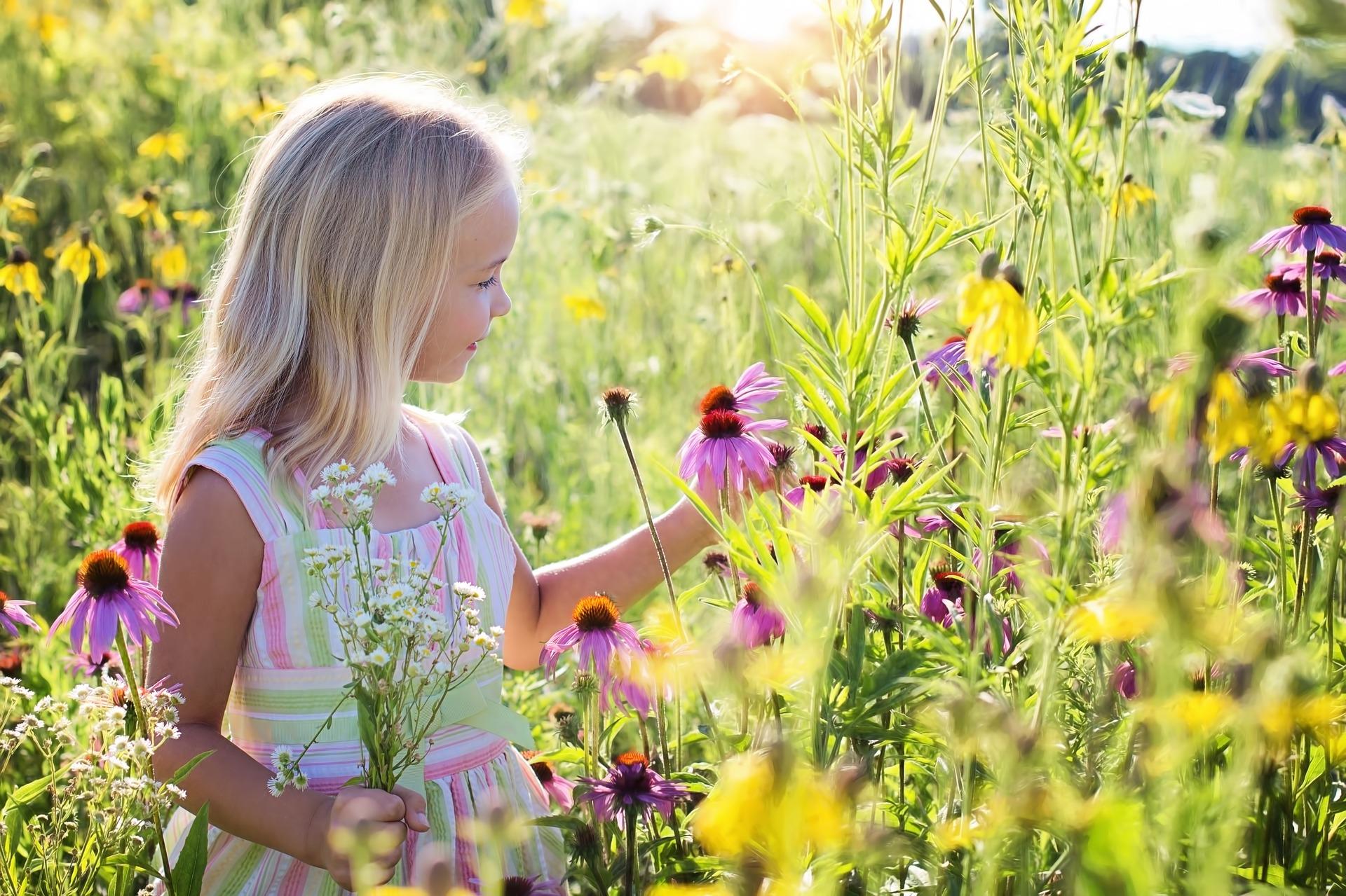Εμφυσώντας στα παιδιά μας υψηλά ιδανικά και έναν απλό τρόπο ζωής